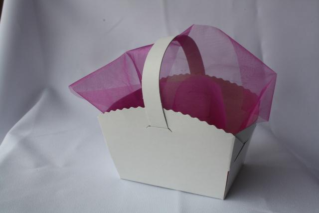 Košíček na koláčky s organzou