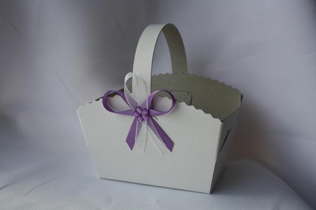 Košíček na koláčky zdobený vývazkem