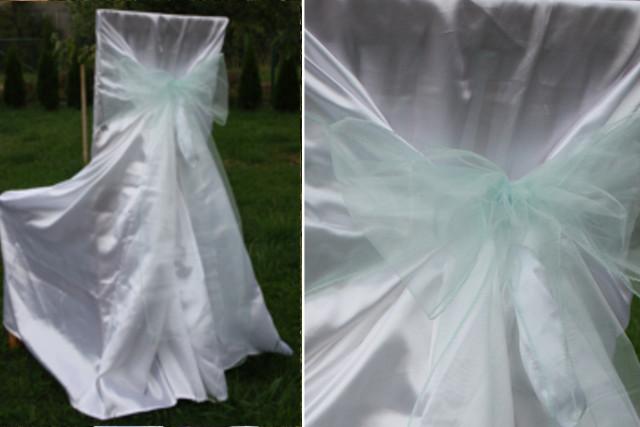 Svatební potahy na židle s mentolovou mašlí